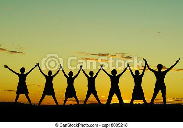 świętując, szczęśliwi kobiety - csp18005218