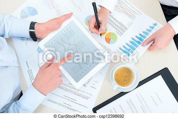 analytics, handlowy - csp12398692