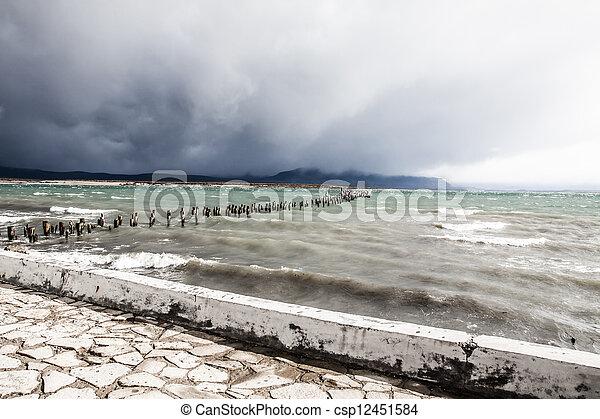 błękitne jezioro, chile, patagonia - csp12451584