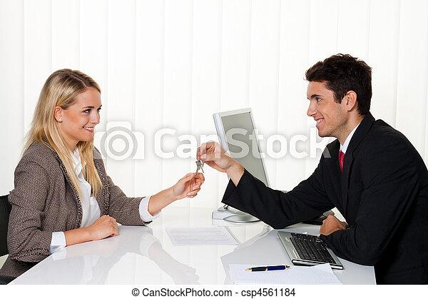 czynsz, agreement., handover, ustalać, pośrednicy, dzierżawcy - csp4561184