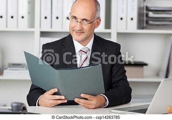 dzierżawa, biuro, dojrzały, rząd, biurko, biznesmen - csp14263785