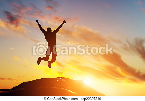 góra, powodzenie, radość, skokowy, daszek, człowiek, szczęśliwy, sunset. - csp22397310