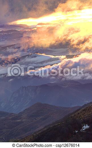 góra, wschód słońca - csp12676014