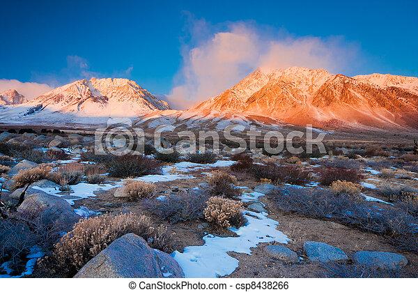 góra, wschód słońca - csp8438266