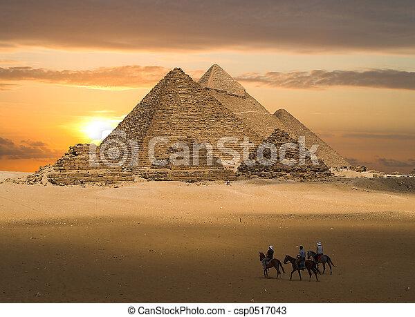 gizeh, kaprys, piramidy - csp0517043