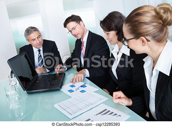 handlowe spotkanie, statystyczny, analiza - csp12285393