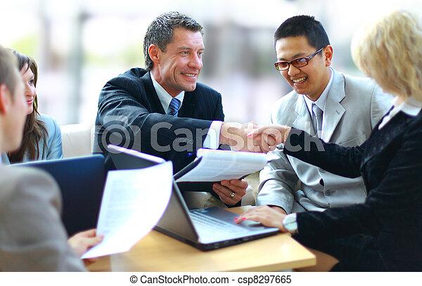 handlowy zaludniają, siła robocza, potrząsanie, do góry, ostatni, spotkanie - csp8297665