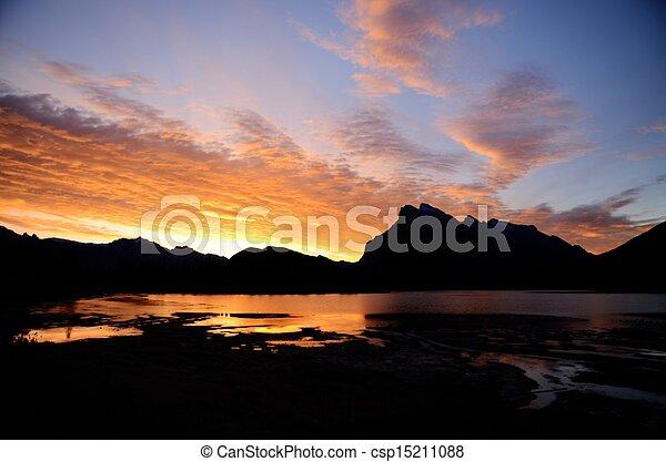 kanadyjczyk, vermilion, rano, obsada, jeziora, rundle, kanada, rockies - csp15211088