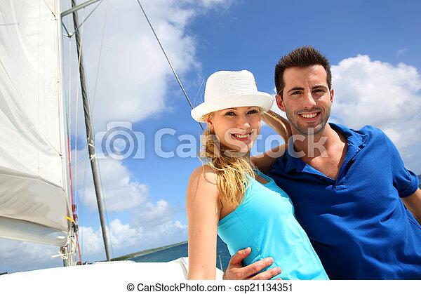 karaibskie morze, żaglówka, para, młody, bogaty, uśmiechanie się - csp21134351