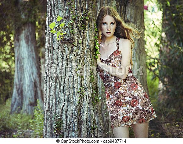 kobieta, ogród, młody, fason, portret, czuciowy - csp9437714