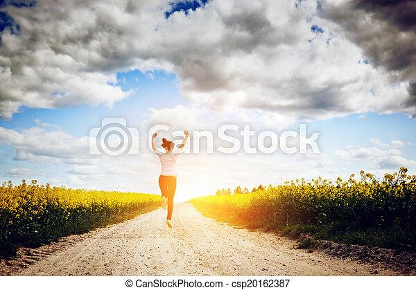 kobieta, radość, młody, wyścigi, skokowy, słońce, ku, szczęśliwy - csp20162387