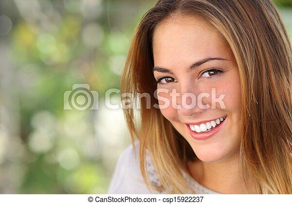 kobieta, uśmiech, wybielić, doskonały, piękny - csp15922237