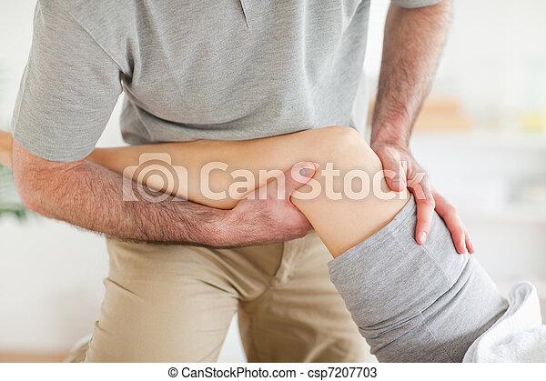 kręgarz, kolano, masowanie, babski - csp7207703