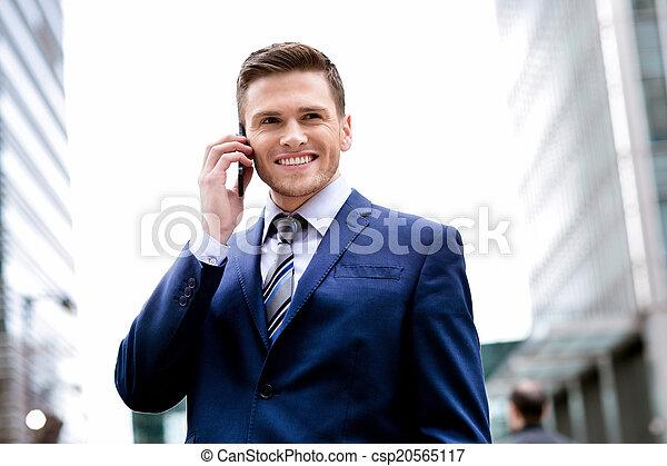 mówiąc, komórka głoska, garnitur, uśmiechnięty człowiek - csp20565117