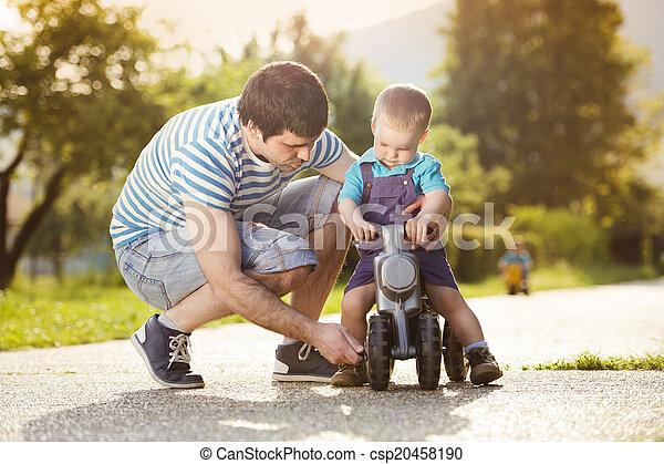 ojciec, syn - csp20458190