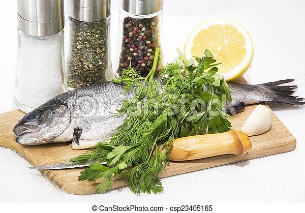 otrzyjcie skórę rybę, cięcie deska - csp23405165
