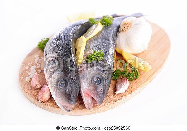 otrzyjcie skórę rybę - csp25032560