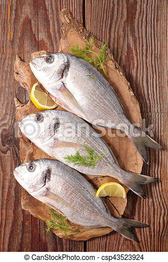 otrzyjcie skórę rybę - csp43523924