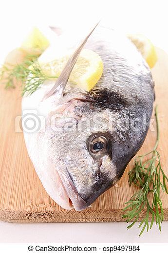 otrzyjcie skórę rybę - csp9497984