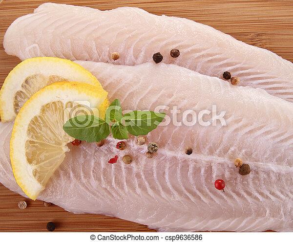 otrzyjcie skórę rybę - csp9636586