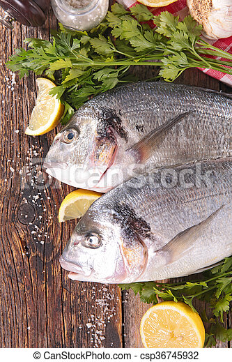 otrzyjcie skórę rybę - csp36745932