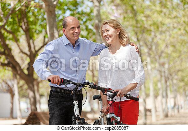 para, bicycles, pieszy, szczęśliwy - csp20850871