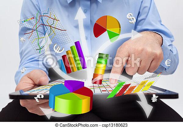pracujący, tabliczka, -, wykresy, komputer, biznesmen, stwarzając - csp13180623