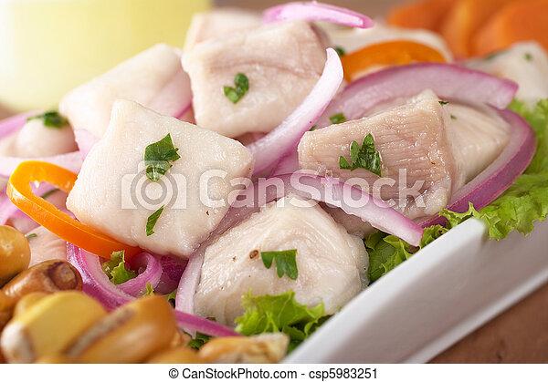 słodki, surowy, upieczony, cebule, poza, (peruvian, pisco, aji, gorący, dogfish, (spanish:, tollo), czerwony, nagniotek, pepper), ceviche, (cancha), c, robiony, peruvian-style, kartofel, tradycyjny, kwaśny, obsłużony - csp5983251
