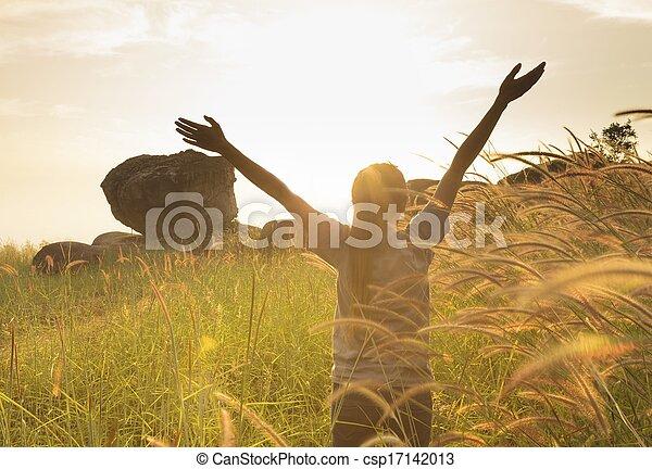 siła robocza, dziewczyna, radość, rozpościerający się, młody, słońce, okładzina, natchnienie - csp17142013