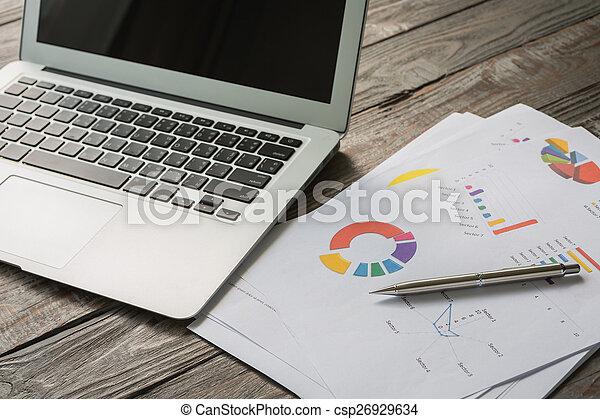 stół, laptop, finansowy, wykresy - csp26929634