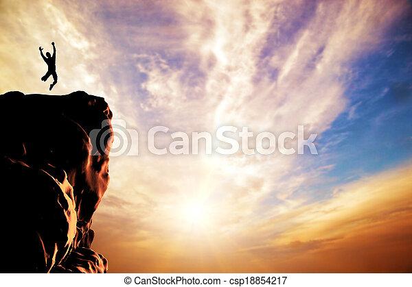 sylwetka, radość, skokowy, zachód słońca, daszek, człowiek, góra, urwisko - csp18854217
