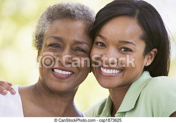uśmiechanie się, kobiety, dwa, outdoors - csp1873625