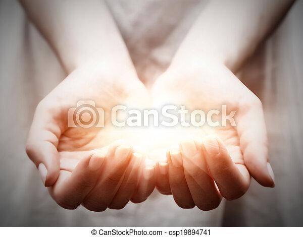 udzielanie, kobieta, dzielenie, lekki, młody, propozycja, ochrona, hands. - csp19894741