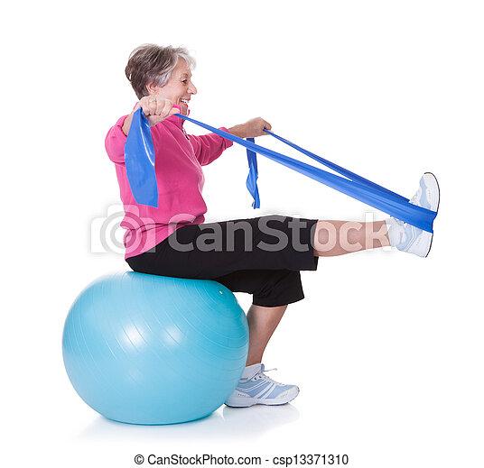 wyposażenie, starsza kobieta, wykonując, rozciąganie - csp13371310